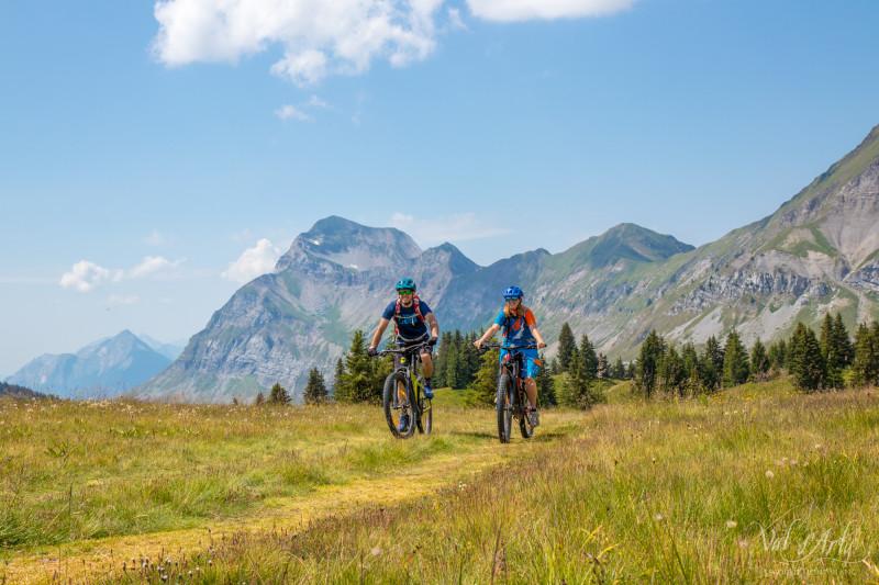 e-bike tour du Val d'Arly, Val d'Arly, randos e-bike, rando VTTAE, itinéraire e-bike, itinérance e-bike, journée VTT électrique, rando gourmande enVTTAE
